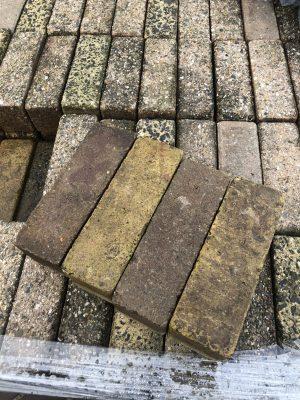 van den Broek product categorie Dikformaat beton Mingbont getrommeld gebruikt Restpartij ± 40 m²