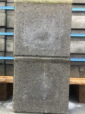van den Broek product categorie Klinkers dubbel beton Bennygrijs 20x20x6 ongetrommeld Restpartij ± 52 m²