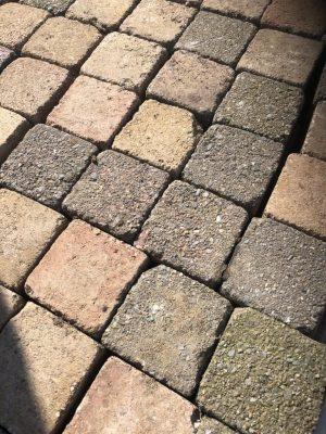 van den Broek product categorie 8767 Koppelstones 15x15x6 Limmenbont getrommeld gebruikt Restpartij ± 11,5 m²