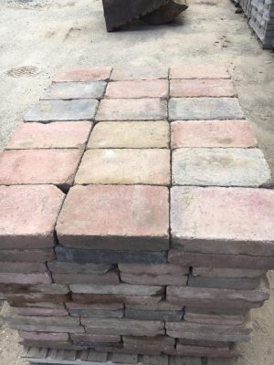 van den Broek product categorie Koppelstones 20x30x6 Aalsmeerbont getrommeld gebruikt Restpartij ± 13 m²