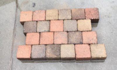 van den Broek product categorie Koppelstones gebruikt 10x10x6 Taiwanbont getrommeld ± 32 m²