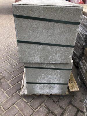 van den Broek product categorie Betontegels 40x40x4 Culinggrijs Restpartij ± 9,6 m²