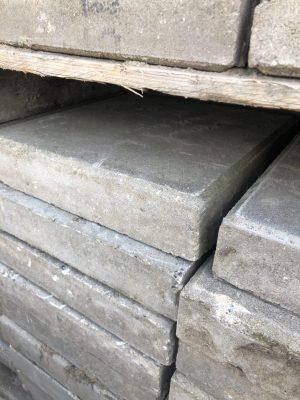 van den Broek product categorie Tegels 30x30x6 gebruikt grijs Restpartij ± 175 stuks